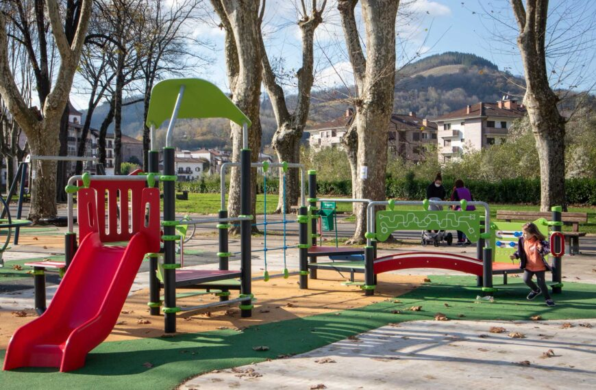 Playgrounds <br>Santesteban 2021